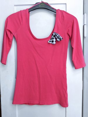 Süßes korallfarbenes Shirt