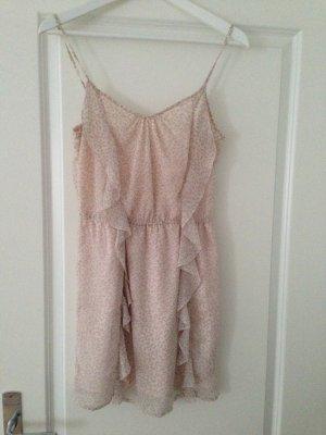 Süßes kurzes altrosa Kleidchen