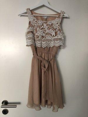 Süßes, kurzes Kleid