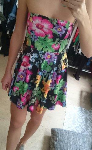 Süßes kurzes Kleid in Tropenprint