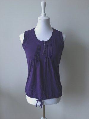 Süßes lila Shirt mit schönen Details