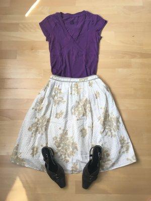 Süßes lila Sommershirt