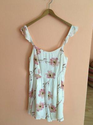 Süßes luftiges Sommerkleid