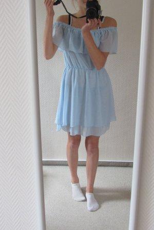 Süßes, luftiges Sommerkleid mit Volants in babyblau