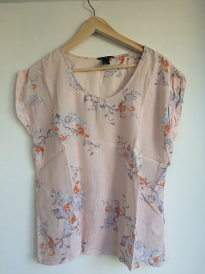 Süßes luftiges Tshirt mit Blumenapplikation