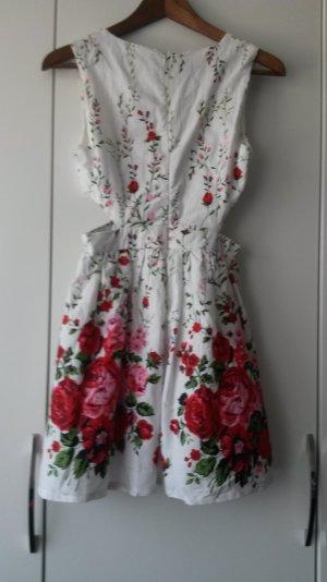 Süßes Minikleid mit cut-out