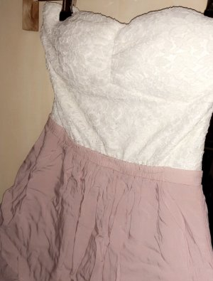 Süßes Minispitzenkleid