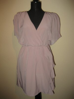 Süßes nude farbenes Kleid
