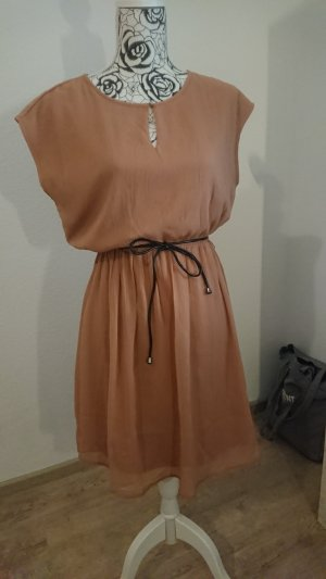 Süßes nude Kleid