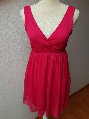 Süßes Pinkfarbenes Sommerkleid mit V-Auschnitt