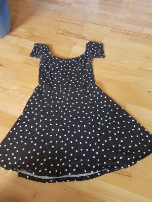süßes Punkte-Kleid