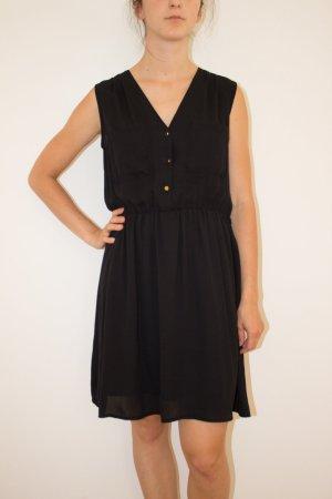 Süßes schwarzes Blusenkleid