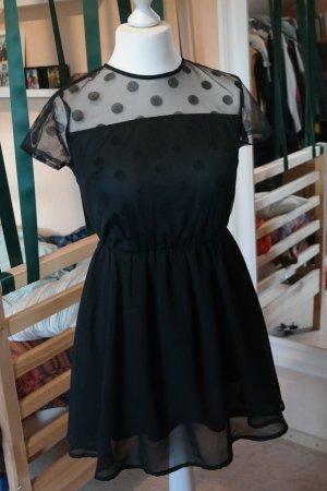 süßes schwarzes Minikleid