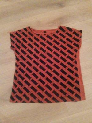 Süßes seidiges Tshirt in minimalistisches Design