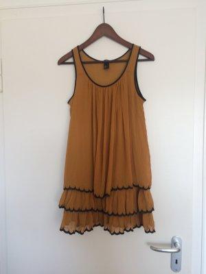 Süßes senffarbenes Kleid