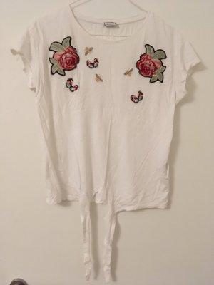 Süßes Shirt mit Blumendetails