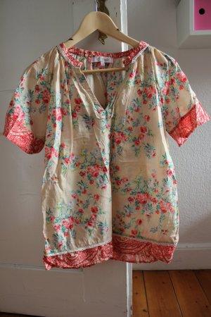 Süßes Shirt von Emily van den Berghmit V-Ausschnitt und Spitze in Göße 36