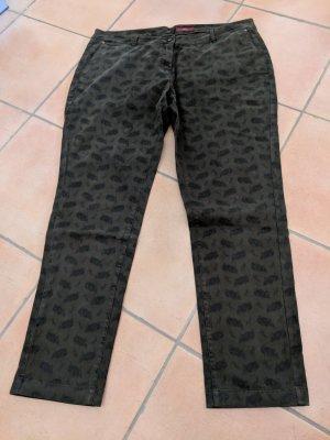Süßes Smart-Chino von s.Oliver in Khaki mit schwarzem Druck Gr. 46