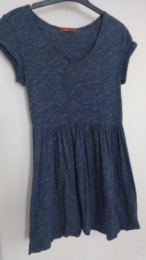 süßes Sommerkleid in blau