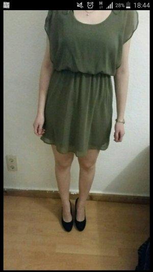 süßes Sommerkleid in kakhi
