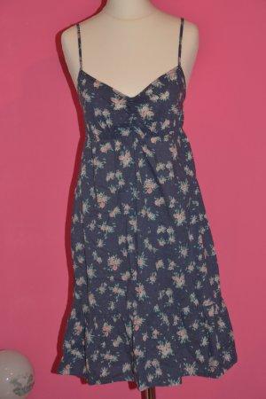 Süßes Sommerkleid in Taubenblau mit Blumenmuster Gr. 34 ( Gr. 36 passt rein ;) )