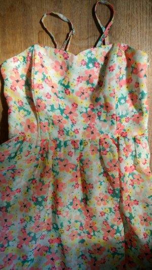 Süßes Sommerkleid mit Blumen-Print
