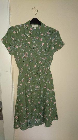 süßes Sommerkleid mit Blumenprint