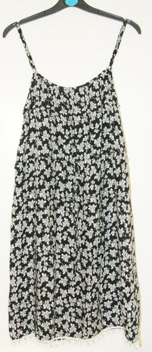 süßes Sommerkleid mit Bommel
