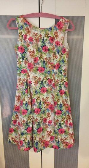 Süßes Sommerkleid mit Floralprint