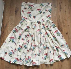 Süßes Sommerkleid mit Sonnenschirmen