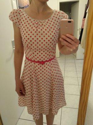 süßes Sommerkleid mit Taillengürtel von Orsay