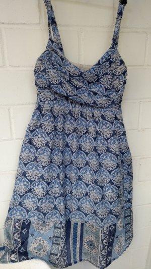Suesses Sommerkleid mit Traegern, ein Traum in blau und weiß