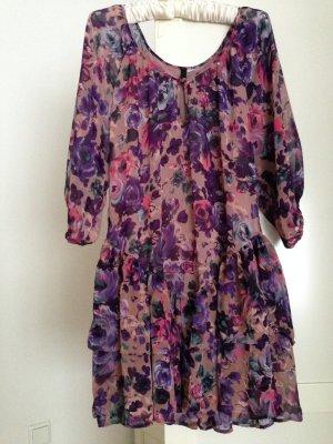 Süßes Sommerkleid mit Volants, Gr. 38