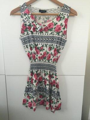 Süßes Sommerkleid von Topshop