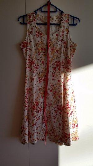 süßes sommerliches Kleid