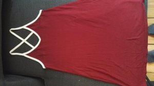 Süßes sportliches Kleid in Bordeauxrot