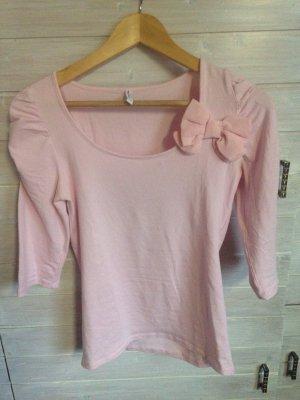 Süßes strechiges Shirt mit Schleife