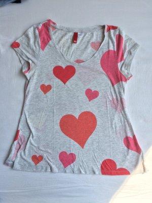Süßes T-Shirt mit Herzchen