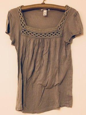Süßes T-Shirt mit Karrée-Ausschnitt, Besonderheit: Lochmuster-Bordüre