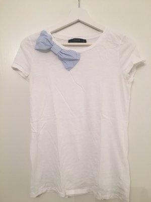 Süßes T-Shirt mit Schleife