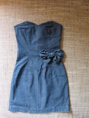 Süßes trägerloses Jeanskleid mit Schleife