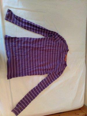 süßes violett-gestreiftes Langarmshirt