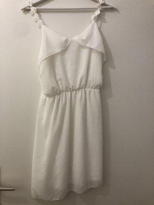 süßes weißes Sommerkleid
