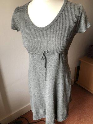 süßes Wollkleid mit schönen Details