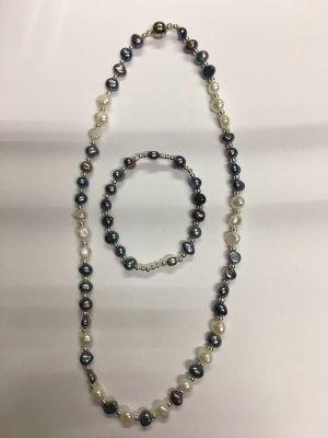 Collar de perlas gris claro-crema