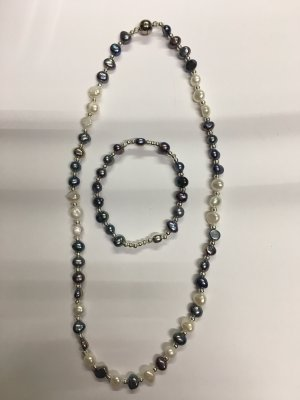 Pearl Necklace light grey-cream