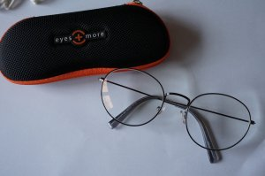 "Super aktuelle Brille von ""Eyes & More"""