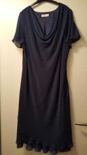 Super chic, Sheego Abendkleid, Wasserfallkragen, Volants, dunkelblau, Gr. 52