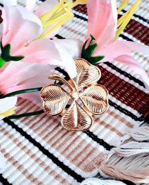 Broche doré-blanc