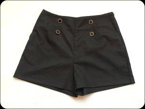 Super schicke, hochgeschnittene Hot-Pants